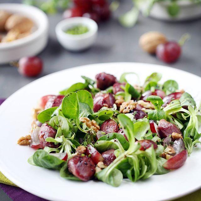Salade mâche, gésiers, raisins et caramel balsamique