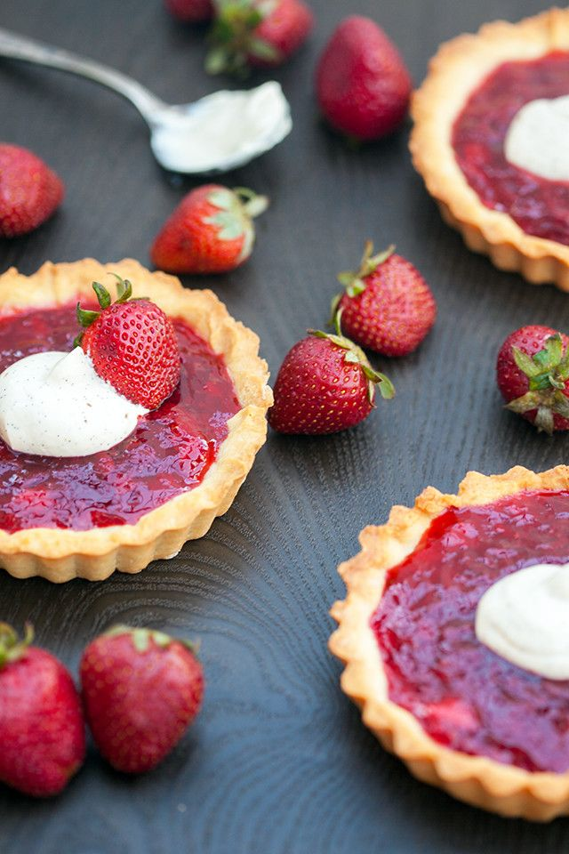 These adorable little tarts are the best way to use your Spring strawberries! | spachethespatula.com #recipe