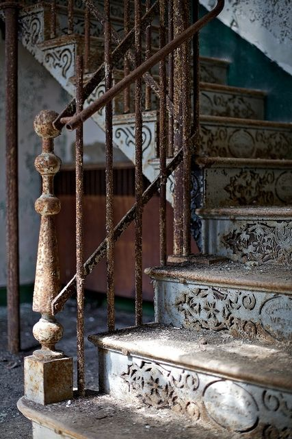 Forget remodeling, let's find this house & move here!  Love antique & nastalgic older homes!! Amazing.