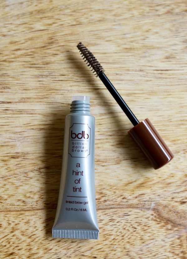Perfect eyebrows for blondes. This tint is the best for filling in blonde eyebrows. Super easy to use!