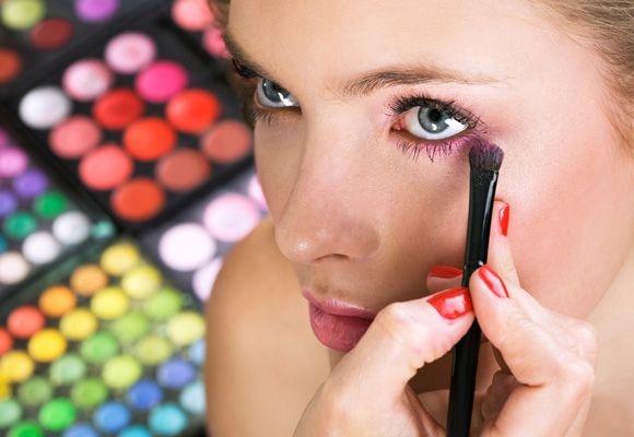 Come applicare bene l'ombretto - http://www.wdonna.it/come-applicare-ombretto/54318?utm_source=PN&utm_medium=Gossip&utm_campaign=54318