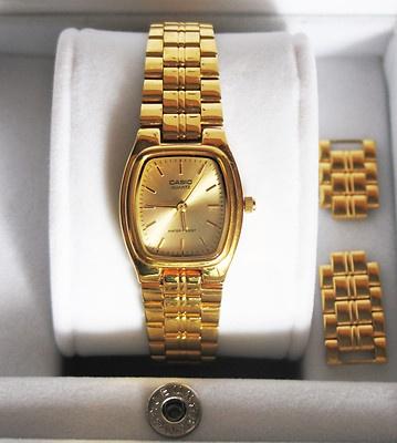 Compralo Ya ! o Hace Una Oferta!  Reloj Pulsera CASIO CLASSIC     LTP 1169 Dorado para Mujer    Pulsera y caja externa e interna dorada.  1330  resistente al agua  Ideal para una chica fashion.  http://www.ebay.es/itm/Reloj-Pulsera-CASIO-Clasico-JAPAN-Dorado-Resistente-Agua-Mujer-IMPECABLE-/251234231765?pt=ES_Relojes_de_pulsera=item3a7eba25d5#ht_10169wt_870