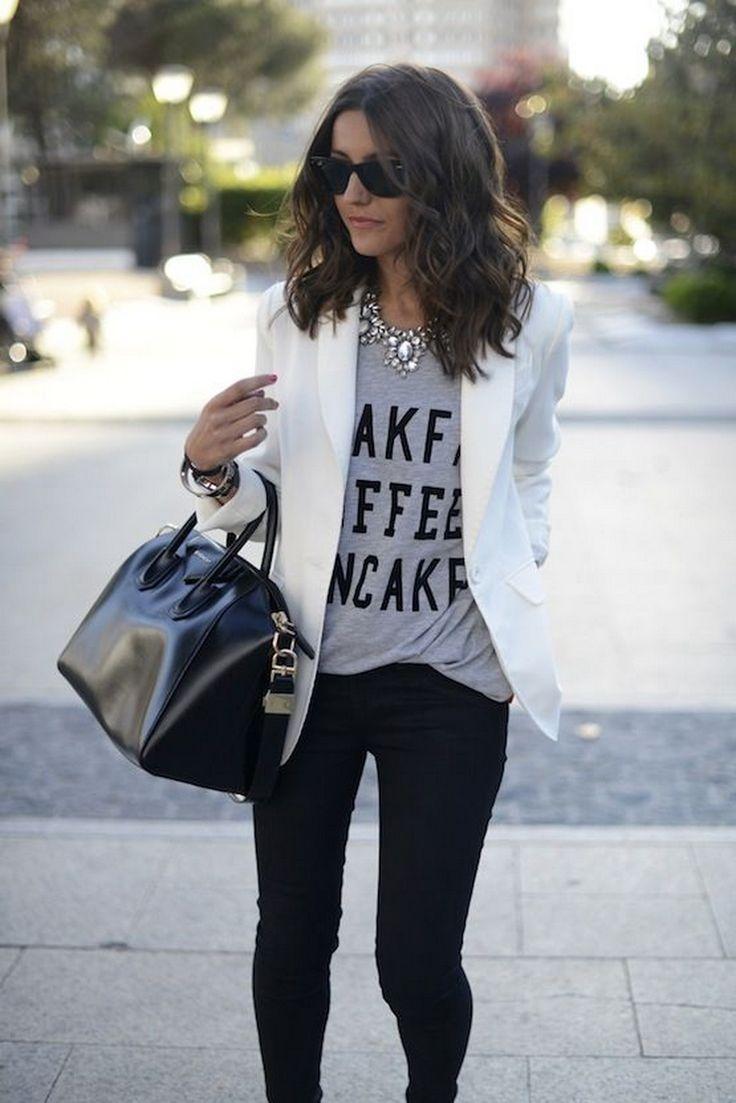 Не постои женски гардеробер во кој нема барем едно сако, а оваа пролет ќе мора да се најде барем едно бело сако плус...  ...
