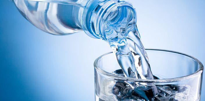 On a pu détecterdes pesticides ou polluants chimiques dansquelquesmarques d'eau en vente danslesmagasins. Selon l'étude menée conjointement par France libertés et 60 millions de consommateurs, des polluants ont été retrouvés dans 10 bouteilles d'eau sur les 47 examinées......DOCUMENT....