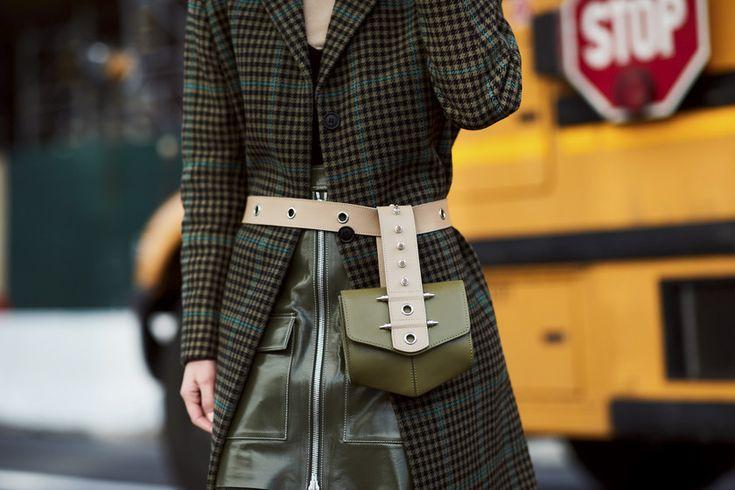 Los bolsos de moda se llevan en la cintura