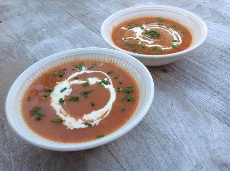 Verse tomatensoep van geroosterde tomaten