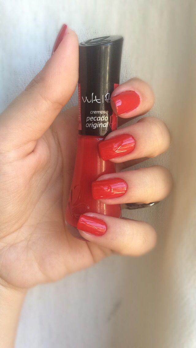 Aquele esmalte vermelho que você quer pra sempre em suas unhas...