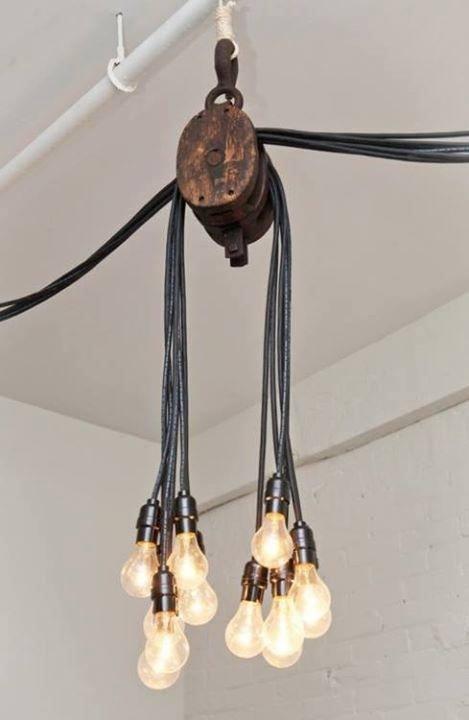 leuke lamp gemaakt van een katrol