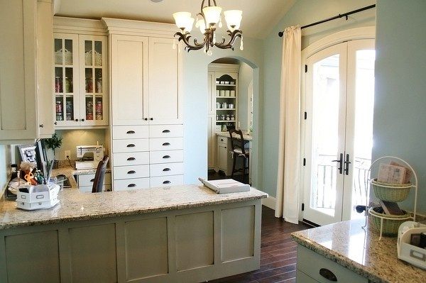 Jana's Scrap Room - Two Peas in a Bucket: Cabinets Colors, Scrap Rooms, Crafts Rooms, Studios Rooms, Work Spaces, Kitchens Ideas, Scrapbook Rooms, Rooms Crafts, Antiques White Cabinets