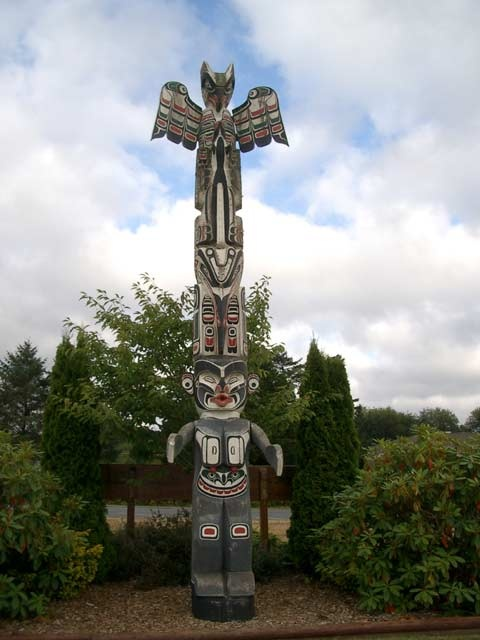 Totem Pole in Port Mcneill, Vancouver Island North www.gonorthisland.com/