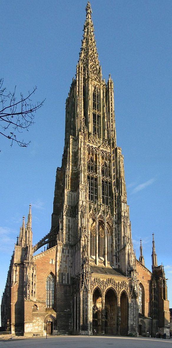 Ulm (Baden-Württemberg) - Das protestantische Ulmer Münster gilt als höchstes Kirchengebäude der Welt.