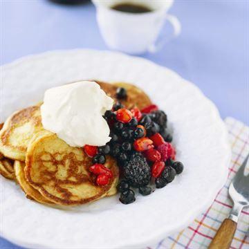 Börja dagen på rätt sätt och bli av med 5 kilo! En bra frukost kan hjälpa dig att få fart på förbränningen, hålla dig mätt längre och göra ditt blodsocker stabilare. Det kan göra att du går ner i vikt och förbättrar din hälsa.