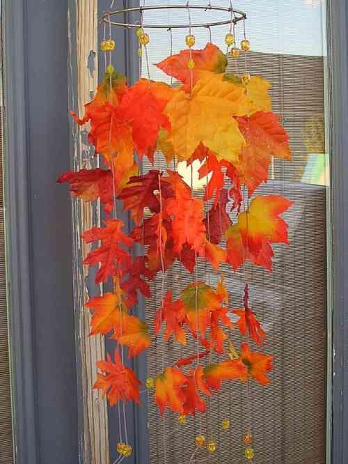suspension de feuilles mortes et déco maison