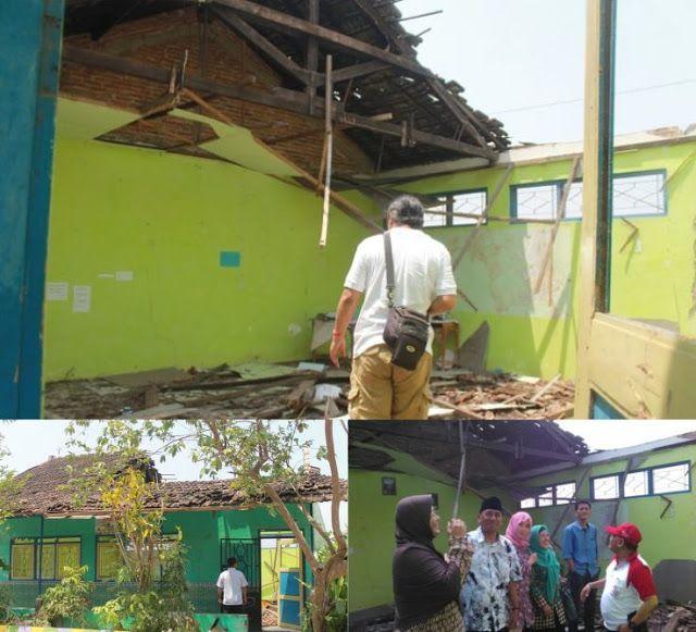 Ruang Kelas SD yang Ambruk di Bangsalrejo Wedarijaksa Pati Baru Akan Dibangun Tahun 2018  http://ift.tt/2ewSlui