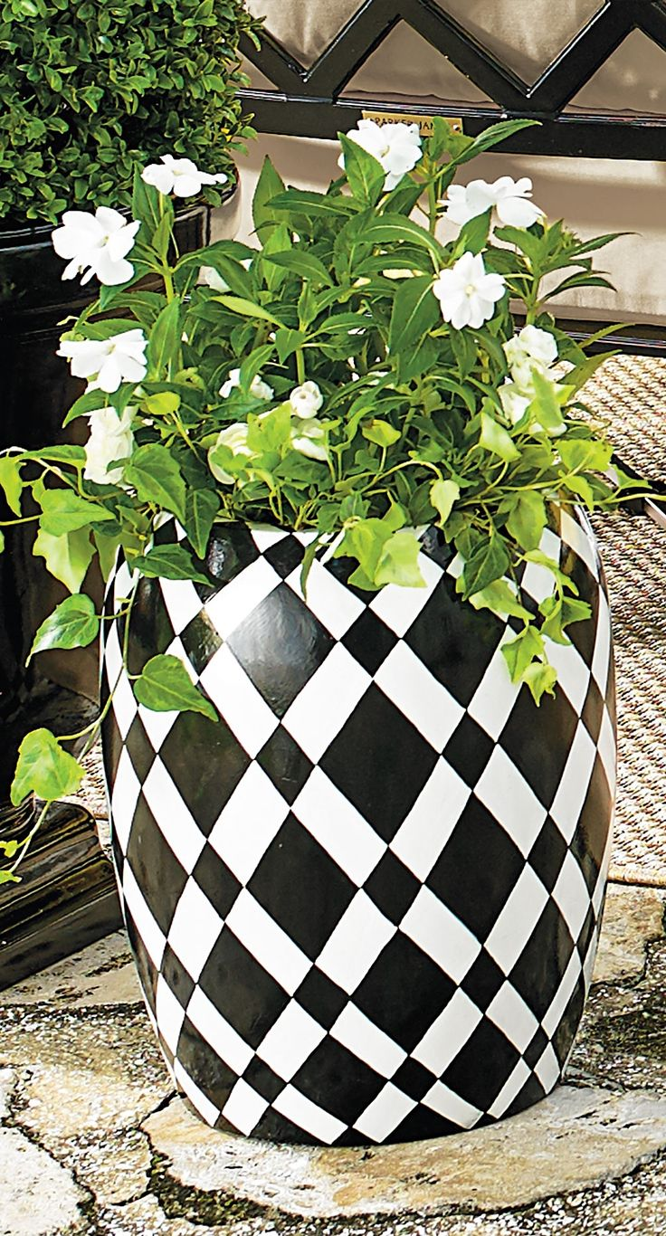 Our Diamond Black White Planter Looks Great Anywhere So 400 x 300
