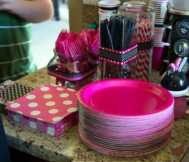 hot pink girls birthday decorations | Minnie Mouse Birthday Party