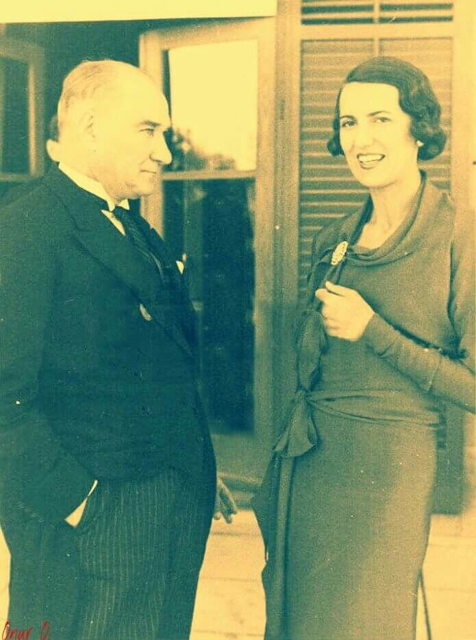 Ankara Ekim 1934 Atatürk Isveç Büyükelçisinin eşi ile sohbet ediyor !