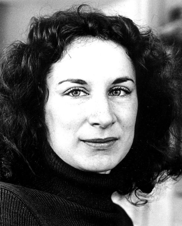 best margaret atwood images margaret atwood  cat s eye margaret atwood essays online identities fractured by time and space by dr jennifer minter in margaret atwood s novel cat s eye the protagonist
