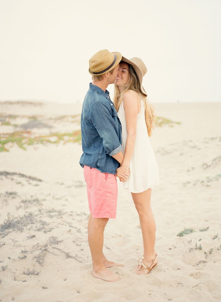 17 Best ideas about Casual Engagement Outfit on Pinterest | Casual engagement photos Couple ...