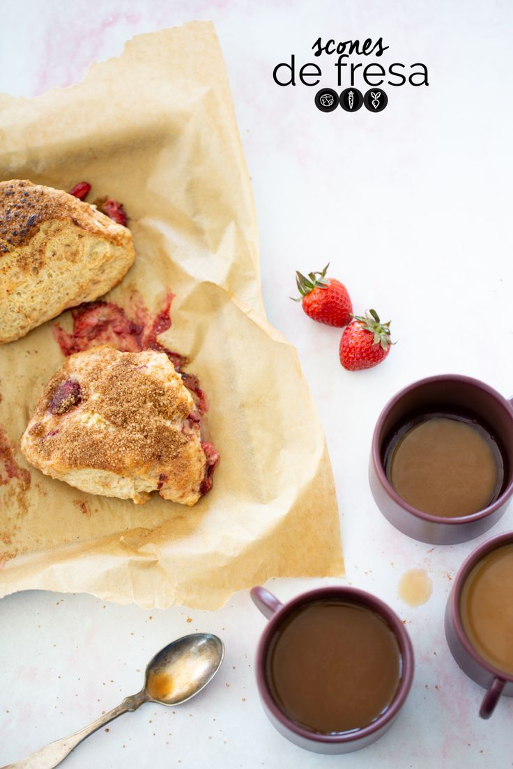 This recipe for vegan strawberry scones is delicious and very easy to prepare. These scones are amazing during breakfast or with a tea or coffee as a little pick me up snack. Vegan Breakfast Smoothie, Vegan Breakfast Recipes, Delicious Vegan Recipes, Healthy Dessert Recipes, Strawberry Scones, Strawberry Recipes, Vegan Scones, Vegan Bread, Bread Maker Recipes