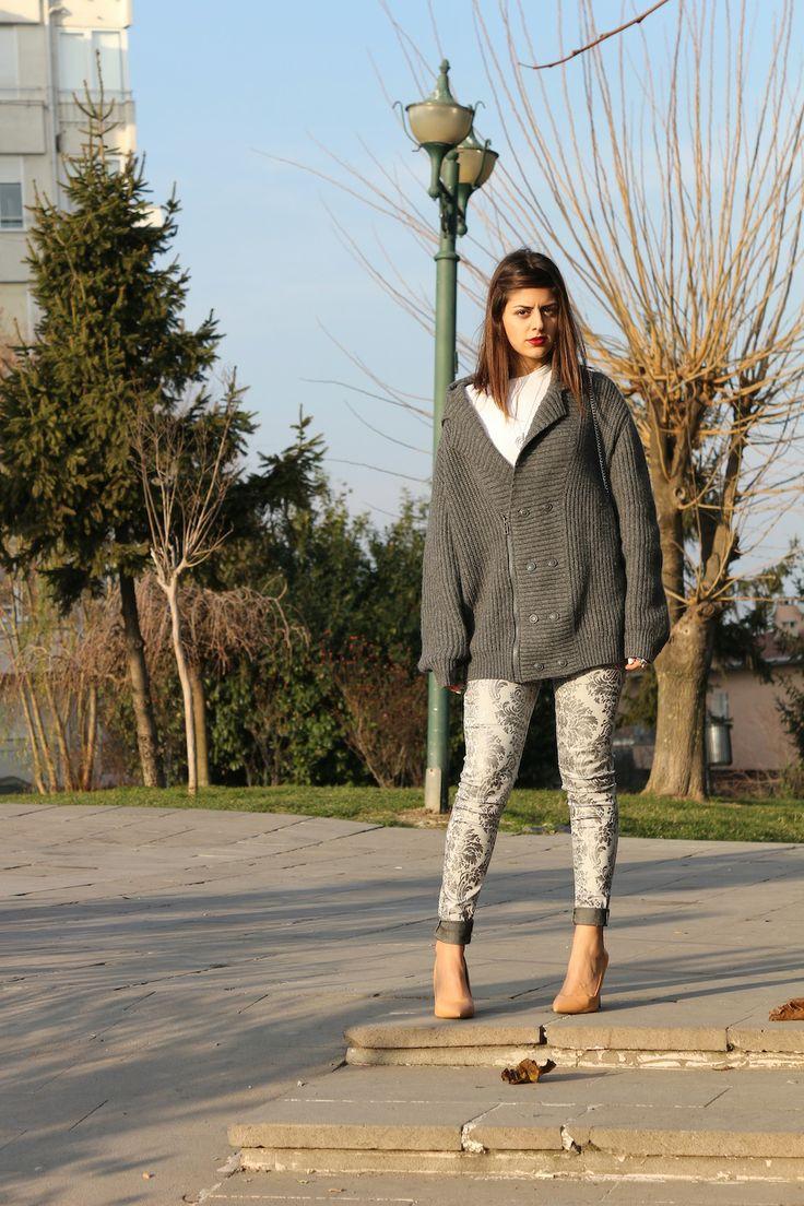 More on www.esgilim.com Ezgi Kırmızı: With the Stilettos in Town