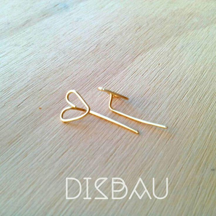 Un favorito personal de mi tienda de Etsy https://www.etsy.com/mx/listing/257778244/heart-stud-earrings-minimalist-stud