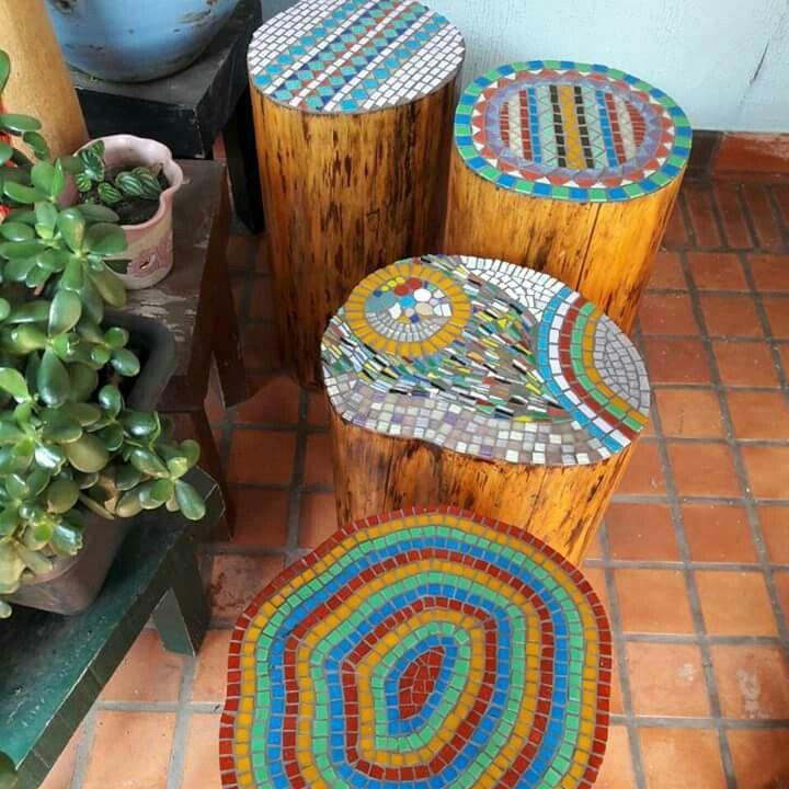Banco r stico em tronco de rvore com tampo em mosaico for Mosaicos para jardin