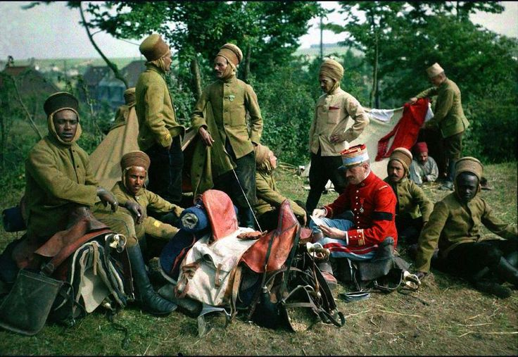 Soldiers from the 4th Spahi Regiment, a French colonial cavalry unit, resting - Pin found by Scann - Colour by Mads Madsen (zuzahgaming) - Minus.com