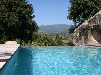 Location vacances maison Porto-Vecchio: piscine a debordement,, vue montagne
