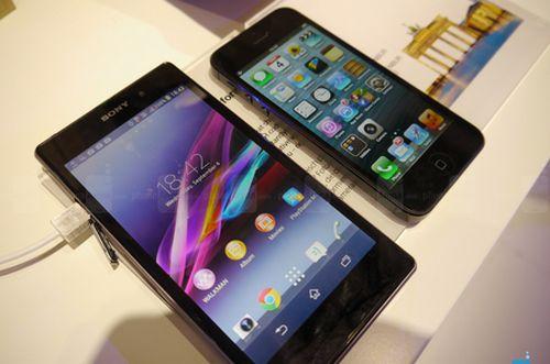Sony-Xperia-Z1-vs-Apple-iPhone-5