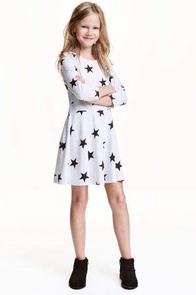 Rochie din jerseu: CONSCIOUS. Rochie din jerseu moale din bumbac ecologic, cu cusătură în talie, cu fusta cloş şi cu mâneci trei sferturi.