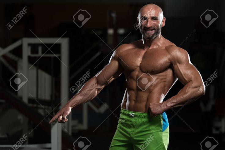 28405352-Portrait-Of-A-Physically-Fit-Mature-Man-In-A-Healthy-Club-With-Dramatic-Lighting-Stock-Photo.jpg (1300×867)