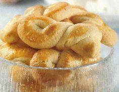 Receita de Torcidos de Manteiga - Faça você mesmo e tenha a satisfação muito especial, de fazer os seus próprios biscoitos e tenha a lata deles sempre cheia. São deliciosos para serem comidos a qualquer hora do dia.