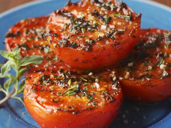 Gegrillte Kräutertomaten ist ein Rezept mit frischen Zutaten aus der Kategorie Fruchtgemüse. Probieren Sie dieses und weitere Rezepte von EAT SMARTER!