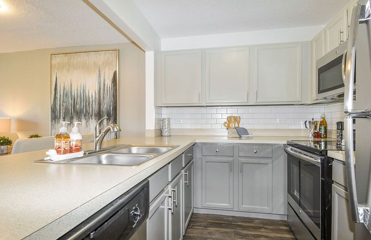 Love to entertain? Imagine all of the delicious dishes you could make in our newly renovated kitchens! #Fifteen98Naperville #Apartments