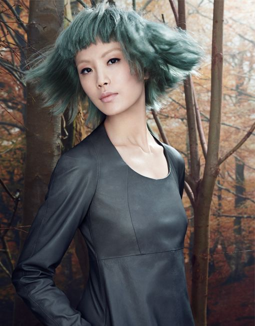 CAPTIVATING BEAUTY This is the beauty of the captivating mystery around the forest, almost a theatrical show, which the Davines Artistic Director, Angelo Seminara, in collaboration with Edoardo Paludo (International Colour Creative Ambassador) has interpreted in the Woodland collection.  Discover Woodland: http://www.davines.com/en/collections/view/woodland-en