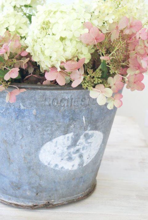 Old metal bucket.: Buckets, Shabby Chic, Flower Arrangements, Gardening, Pink, Floral Arrangement, Hydrangeas