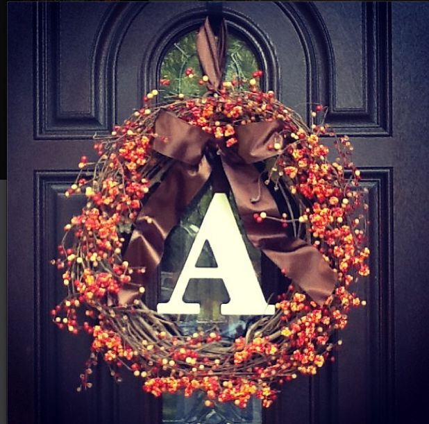 Simple wreath. I think I'd like it better without the letter.