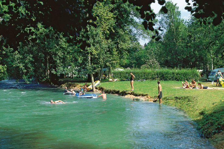 Bel Ombrage in de Dordogne aan beekje de Ceou. En zwembad.