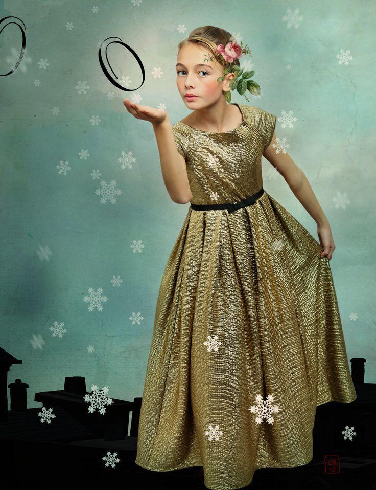 Léa P for Little Revolution magazine by Wanda Kujacz - robe d'or Chocolat  Show
