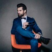 """スーツの最上級""""スリーピーススーツ""""の着こなし術&おしゃれコーデを徹底的にお教えします。かっこいいメンズは結婚式だけでなくビジネスでもベストやボタン、サスペンダーの着方にこだわります。3ピーススーツを上手に着こなして、本物のオーラを纏った男性に。"""