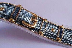 Bead bracelet under jeans & quot;