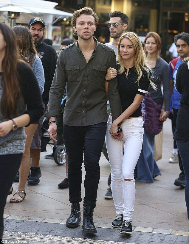 are ashton irwin and ashley dating