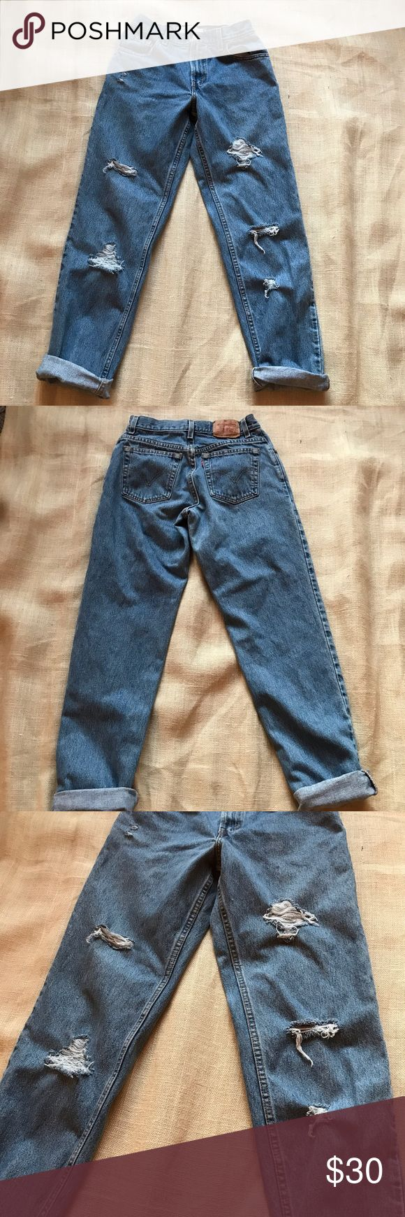 """Levi's 550 High Waisted Distressed Jeans Levi's 550 • Relaxed Fit, Tapered and Distressed Legs, High Waisted Great vintage fit, but clearly not with the .com on the tag lol 😂   Tag Says 6 M Fit like a 26/28 imo  Waist 13"""" Hips 19"""" Rise 11"""" Inseam 31"""" Levi's Jeans Boyfriend"""