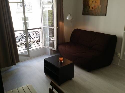 Studio Yvette Paris Located 2.1 km from Paris Expo - Porte de Versailles, Studio Yvette offers accommodation in Paris.  A microwave and a toaster can be found in the kitchenette. A flat-screen TV is offered.  Eiffel Tower is 2.