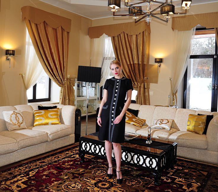 На Лизе маленькое черное классическое платье Состав - 100% шерсть Цена - 13.000₽ Заказать можно по тел. или WA +7-965-277-3381