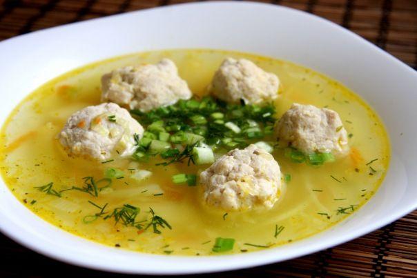 Диетический суп с фрикадельками https://www.go-cook.ru/dieticheskij-sup-s-frikadelkami/  Облегченная версия знаменитого домашнего супа, который многим из вас, думается, знаком с детства. Облегченность заключается в использовании куриного фарша для фрикаделек, вместо говяжьего. Куриное мясо более низкокалорийное Рецепт диетического супа с фрикадельками Время подготовки: 15 минут Время приготовления: 45 минут Общее время: 60 минут Кухня: Русская Тип: Первое блюдо Порций: 4 Ингредиенты Триста…