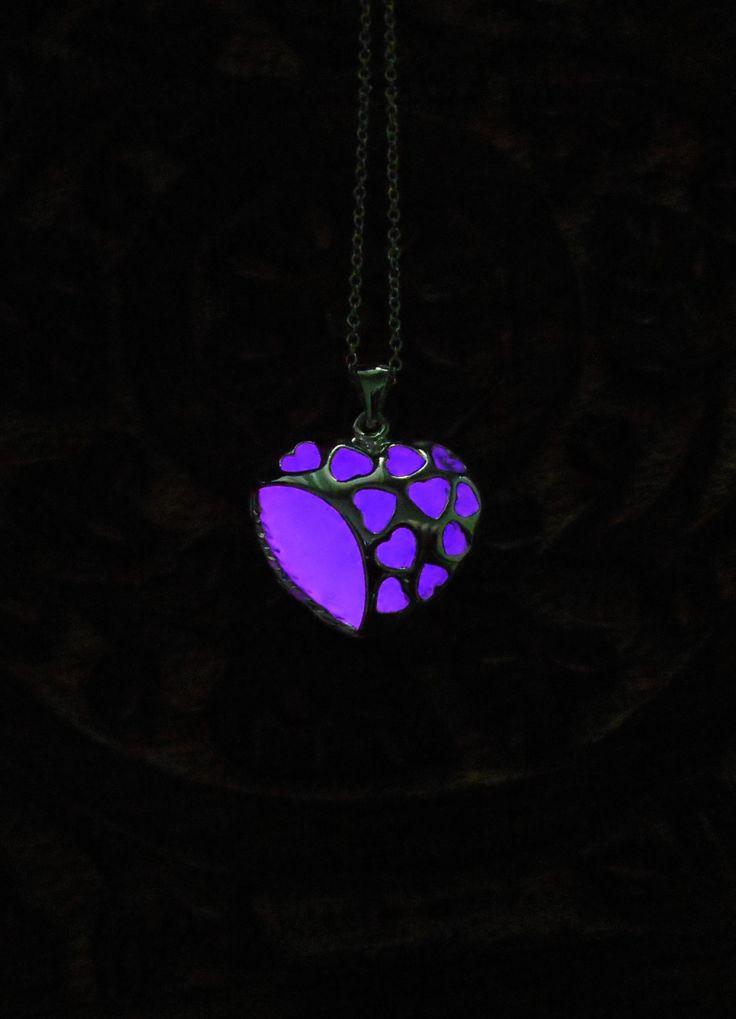 Purple Heart Necklace - Glow In The Dark - Glowing Necklace - Glowing Heart - Women Jewelry - Gift For Her - Glowing Jewelry - Pre Teen gift de Mainashiki en Etsy