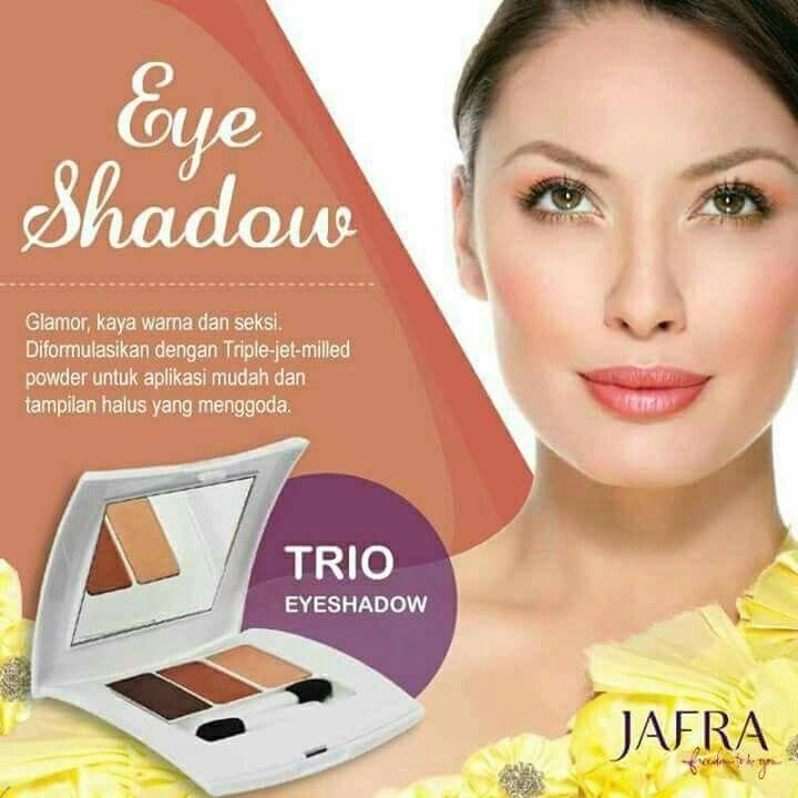 #JAFRATrioEyeshadow yang diformulasikan dengan triple-jetmilled powder untuk aplikasi warna yang mudah dan tahan lama.   Siap tampil memukau dengan riasan mata yang sempurna, JAFRA Lovers?
