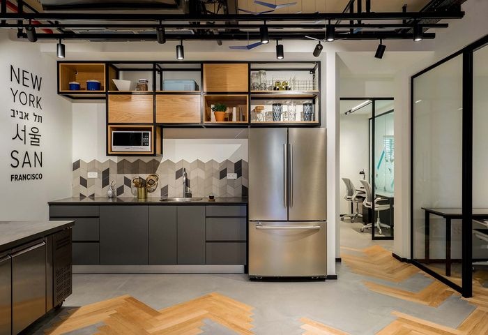 EN Studio and Studio HUBE have designed the new offices of tech company Samsung NEXT, located in Tel Aviv, Israel.